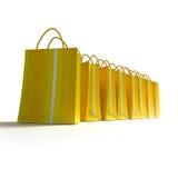 Riga di sacchetti di acquisto messi a nudo gialli Fotografia Stock