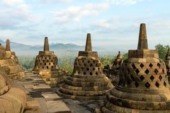 Riga di stupa del tempiale di Borobudur in Indonesia Immagini Stock