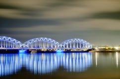 Riga-Eisenbahnbrücke und Abendnebel Stockbild