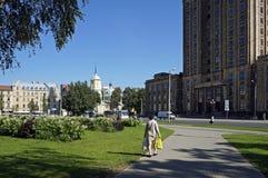 Riga fyrkant nära akademin av vetenskaper arkivbild