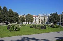 Riga fyrkant nära akademin av vetenskaper Arkivfoton