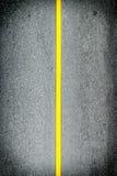Riga gialla sulla strada Fotografia Stock