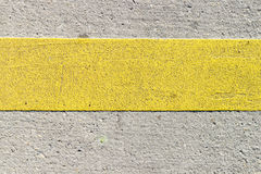 Riga gialla sulla strada Fotografia Stock Libera da Diritti