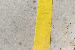 Riga gialla sulla strada Immagine Stock Libera da Diritti