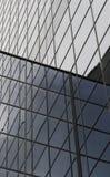 Riga infinita di finestre fotografia stock