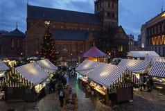 Riga julmarknad i kupolfyrkant Royaltyfri Foto
