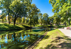 Riga-Kanal in der Sommerzeit Lizenzfreies Stockbild