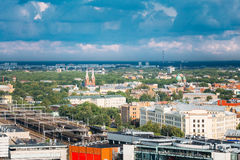 Riga, Latvia Aerial Cityscape Vista superior de señales - estación central de Riga, St Francis Church, Imagen de archivo libre de regalías