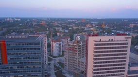 Riga, Latvia 20 de julho de 2018 Opinião aérea do por do sol sobre Riga vídeos de arquivo