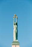 Riga, Latvia Feche acima do detalhe de marco famoso - liberdade memorável imagem de stock royalty free