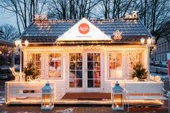 Riga, Latvia Loja dos confeitos de Laima no nivelamento festivo Foto de Stock