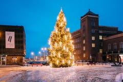 Riga, Latvia Opinión de la noche del invierno del museo del empleo de Letonia Fotografía de archivo libre de regalías