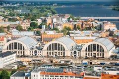 Riga, Latvia Paisaje urbano aéreo en Sunny Evening Señales famosas fotografía de archivo