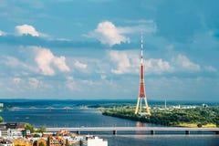 Riga, Latvia Paisaje urbano aéreo en Sunny Summer Evening Visión superior imagen de archivo