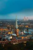 Riga, Latvia Vista aérea del paisaje urbano por la tarde o la noche del verano Imagen de archivo libre de regalías