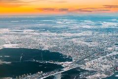 Riga, Latvia Vista aerea di alba sopra la città Vista dal livello fotografia stock libera da diritti
