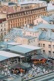 Riga, Latvia Vista superior do terraço Riga do café da barra do telhado no verão fotografia de stock royalty free
