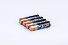 Riga, Letónia - 18 de abril de 2017: As baterias de Duracell, Duracell são um tipo americano Foto de Stock