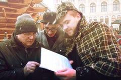 RIGA, LETÓNIA - 4 de janeiro: tarefas de decisão com os heróis dos livros Co Foto de Stock