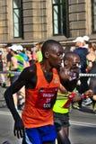 Riga, Let?nia - 19 de maio de 2019: Close up do corredor masculino Julius da elite que toma o sorvo da ?gua fotos de stock