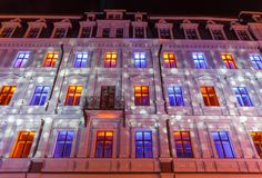 RIGA, LETÓNIA, O 17 DE NOVEMBRO DE 2017: Festival Staro Riga, Riga de irradiação que comemora o 99.o aniversário da independência Imagens de Stock