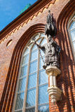 Riga, Letland - 25-augustus-2015: Beeldhouwwerk van bischop Albert Stock Fotografie