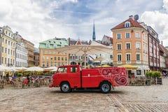 RIGA LETLAND-10 JULI 2017: Straatkoffie op het Koepelvierkant in Installatie Royalty-vrije Stock Fotografie