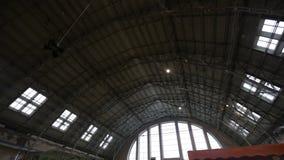 Riga, Letland - Maart 16, 2019: Plafond van het het marktvleespaviljoen van Riga het Centrale - Vroegere zeppelinhangaars - Rigas stock footage