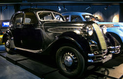RIGA, LETLAND - OKTOBER 16: Retro auto van het jaar 1938 BMW 326 de Motormuseum van Riga, 16 Oktober, 2016 in Riga, Letland Stock Afbeeldingen