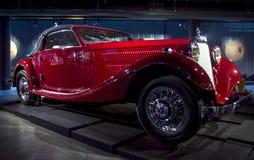 RIGA, LETLAND - OKTOBER 16: Retro auto van het jaar 1937 MERCEDES-BENZ 320 de Motormuseum van Riga, 16 Oktober, 2016 in Riga, Let Stock Fotografie