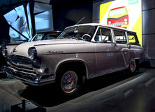 RIGA, LETLAND - OKTOBER 16: Retro auto van het Museum van de jaar 1963 GAZ 22 VOLGA Riga Motor, 16 Oktober, 2016 in Riga, Letland Royalty-vrije Stock Afbeeldingen