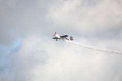 RIGA, LETONIA - 20 DE AGOSTO: Pilote de los E.E.U.U. Jeff Boerboon en suplemento Foto de archivo libre de regalías