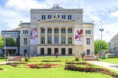 RIGA, LETONIA 11 DE JULIO DE 2017: Ópera y ballet nacionales letones en Riga imágenes de archivo libres de regalías