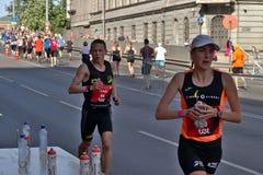 Riga, Letonia - 19 de mayo de 2019: El corredor cauc?sico Tommy de la ?lite que busca para los deportes bebe imagen de archivo libre de regalías