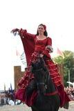 RIGA, LETTLAND - 21. AUGUST: Camilla Naprous von den Teufeln Horsem Stockbild