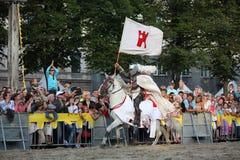 RIGA, LETTLAND - 21. AUGUST: Mitglied des Teufel-Reiterbremsung te Lizenzfreies Stockbild