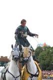 RIGA, LETTLAND - 21. AUGUST: Nicht identifizierter Mann vom Teufel-Pferd Lizenzfreie Stockfotos