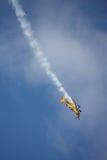 RIGA, LETTLAND - 20. AUGUST: Pilot von BRITISCHEM Tom Cassells auf KAPPE 232 Stockbilder