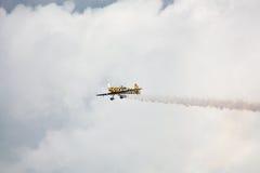RIGA, LETTLAND - 20. AUGUST: Pilot von BRITISCHEM Tom Cassells auf KAPPE 232 Lizenzfreie Stockbilder