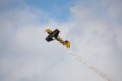 RIGA, LETTLAND - 20. AUGUST: Pilot von BRITISCHEM Tom Cassells auf KAPPE 232 Stockfoto
