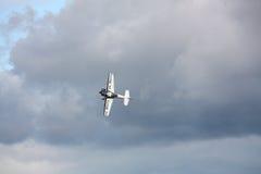 RIGA, LETTLAND - 20. AUGUST: Pilot von Finnland Sami Kontio auf KAPPE Lizenzfreie Stockbilder