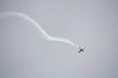 RIGA, LETTLAND - 20. AUGUST: Pilot von Finnland Sami Kontio auf KAPPE Lizenzfreies Stockbild