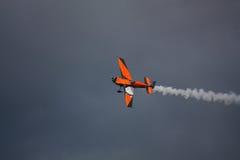 RIGA, LETTLAND - 20. AUGUST: Pilot von Teil Frankreichs Nicolas Ivanoff Stockbilder