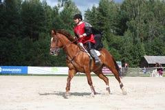 RIGA LETTLAND - AUGUSTI 12: Lettisk idrottsmanGuntars Silinsh ridi Royaltyfri Foto