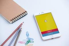 Riga Lettland - Februari 1, 2017: Snapchat för inloggningsskärm symbol på A Arkivfoto