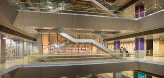 RIGA, LETTLAND - Januar 2018: Innenraum der lettischen Nationalbibliothek lizenzfreies stockfoto