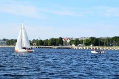 Riga Lettland, 15 Juli, 2015 Segla grupp Platu 25 som utbildar för konkurrensen Arkivfoto