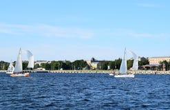 Riga Lettland, 15 Juli, 2015 Segla grupp Platu 25 som utbildar för konkurrensen Fotografering för Bildbyråer