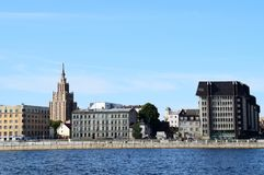 Riga Lettland, 15 Juli, 2015 Sikt på stad med akademin av vetenskaper i bakgrunden royaltyfri foto