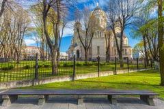 RIGA LETTLAND - MAJ 06, 2017: Sikt på Kristi födelse för Riga ` s av Kristusdomkyrkan som lokaliseras i centret av Riga arkivbilder